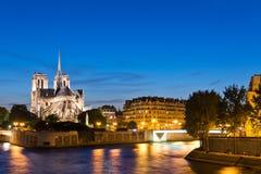 A ilha menciona com catedral Notre Dame de Paris Imagens de Stock Royalty Free