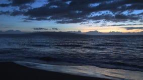 Ilha no Pacífico no por do sol vídeos de arquivo
