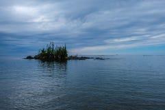 Ilha no parque provincial do Lago Superior, Ontário, Canadá Foto de Stock Royalty Free