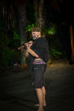 ILHA NORTE, ZEALAND NOVO 17 DE MAIO DE 2017: Homem maori com a cara tradicionalmente tatooed no vestido tradicional em Maori Cult Imagens de Stock Royalty Free