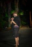 ILHA NORTE, ZEALAND NOVO 17 DE MAIO DE 2017: Homem maori com a cara tradicionalmente tatooed no vestido tradicional em Maori Cult Imagem de Stock