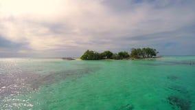 Ilha pequena em Maldivas filme