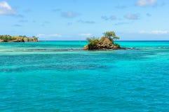Ilha pequena perto da ilha de Nacula em Fiji imagens de stock royalty free