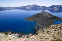 Ilha Rim Caldera ocidental do feiticeiro do parque nacional do lago crater foto de stock