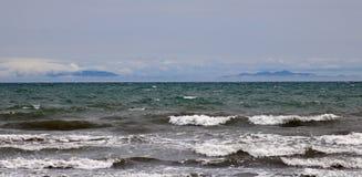 Ilha sul através do cozinheiro Strait da ilha norte fotos de stock royalty free