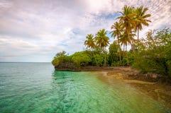 Ilha tropical antes do por do sol Imagens de Stock