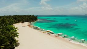 Ilha tropical de Daco com um Sandy Beach e os turistas filme