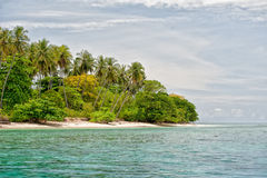 Ilha tropical do paraíso de turquesa da lagoa de Siladen Imagens de Stock Royalty Free