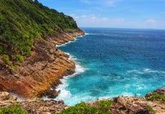 Ilha tropical e sua lagoa azul bonita das águas Imagens de Stock Royalty Free