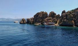 Ilha Turquia de Dislice Adasi, panorama rochoso Este território no Mar Egeu muito popular entre turistas Imagens de Stock Royalty Free