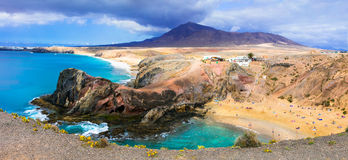 Ilha vulcânica original Lanzarote - a praia bonita Papagayo, pode fotos de stock royalty free