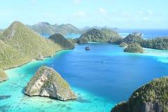 Ilhas da rocha em Wayag fotografia de stock