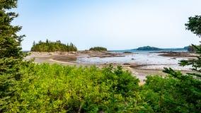 Ilhas e entrada na maré baixa, Quebeque imagens de stock