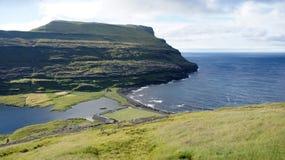 Ilhas Faroé, campo de futebol no mar foto de stock royalty free