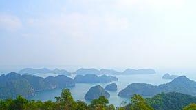 Ilhas longas da baía do Ha Cat Ba Fotografia de Stock Royalty Free