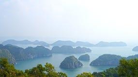 Ilhas longas da baía do Ha Cat Ba Foto de Stock Royalty Free