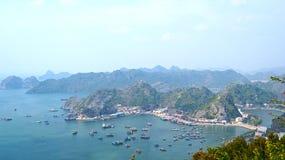 Ilhas longas da baía do Ha Cat Ba Fotos de Stock Royalty Free