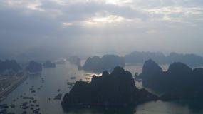 Ilhas longas da baía do Ha NASCER DE O SOL Fotos de Stock Royalty Free