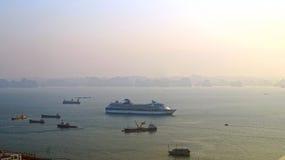 Ilhas longas da baía do Ha Por do sol Navio Imagens de Stock Royalty Free