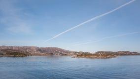 Ilhas rochosas em Noruega imagens de stock