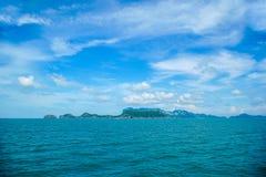 Ilhas tropicais em Angthong Marine Park nacional em Tailândia fotografia de stock royalty free