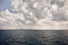 Ilhas tropicais Phang Nga no mar de Andaman foto de stock