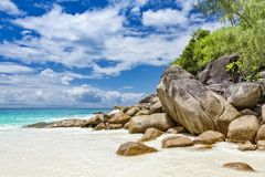 Ilhas tropicais sem tocar de Seychelles do Sandy Beach imagem de stock royalty free