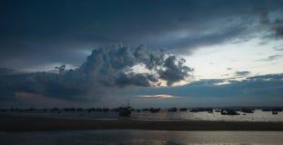 Ilhouettes въетнамских рыбацких лодок Стоковое Изображение