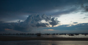 Ilhouettes von vietnamesischen Fischerbooten Stockbild