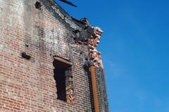 Illavarslande brandbyggnadsskada fördärvar förstört royaltyfri bild