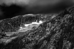 Illavarslande himlar över alaskabo berg Fotografering för Bildbyråer