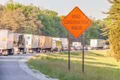 Illinois, S.U.A. 19 maggio 2014 Roadsign della costruzione di strade avanti Fotografie Stock Libere da Diritti