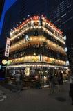 Illuminé dinant le complexe avec beaucoup de restaurants capturés dans Hibiya dans Chiyoda, Tokyo - Japon photos stock