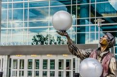 Illumina Art Sculptures fuori del centro di convenzione Immagini Stock