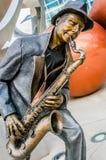 Illumina sztuki rzeźby, Jazzowy błękita Saxaphone gracz Zdjęcia Stock