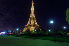 Illuminated Eiffel tower at midnight Royalty Free Stock Images