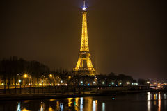 Illuminated Eiffel tower at night Royalty Free Stock Images