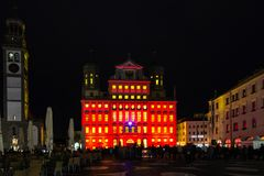 Illuminated town hall and Perlach tower of Royalty Free Stock Photos