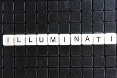 Illuminati-Text-Wortkreuzworträtsel Alphabetbuchstabe blockiert Spielbeschaffenheitshintergrund Schwarzer Hintergrund Lizenzfreie Stockbilder