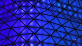 Illumination bleue sur le verre, plan rapproché des détails de décoration L'atmosphère de vacances banque de vidéos