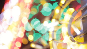 Illumination colorée de Noël Guirlandes de Noël banque de vidéos