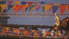 Illumination colorée de Noël de nuit banque de vidéos