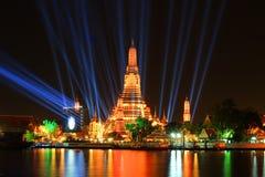 Illumination 2016 de compte à rebours de la Thaïlande chez Wat Arun Ratchawararam Ratchawaramahawihan (Temple of Dawn) images libres de droits