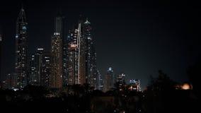 Illumination de lumière de nuit de marina de Dubaï banque de vidéos