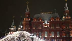Illumination de Noël (vacances de nouvelle année) la nuit, près de Kremlin à Moscou, la Russie banque de vidéos