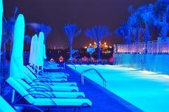 Illumination de nuit de l'hôtel de luxe moderne sur la paume Jumeirah Image stock