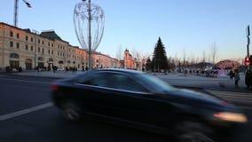 Illumination de vacances de Noël et de nouvelle année dans la rue de Varvarka de centre de la ville de Moscou la nuit, Russie banque de vidéos