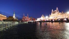 Illumination de vacances de Noël et de nouvelle année la nuit, place rouge à Moscou, Russie banque de vidéos