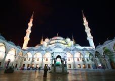 Illuminazione blu della moschea fotografie stock libere da diritti