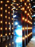 Illuminazione Colourful sulla passerella contemporanea della sfilata di moda Immagini Stock Libere da Diritti